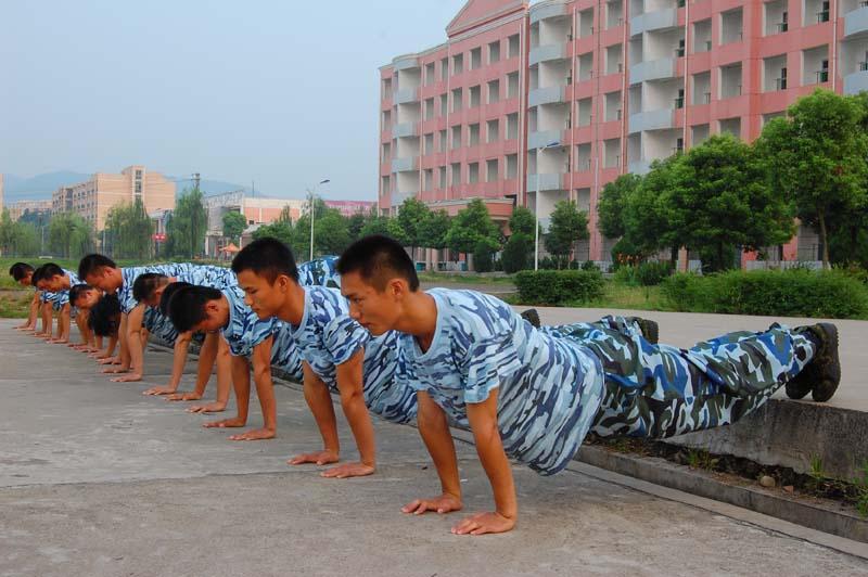 体能训练是教官的必修课