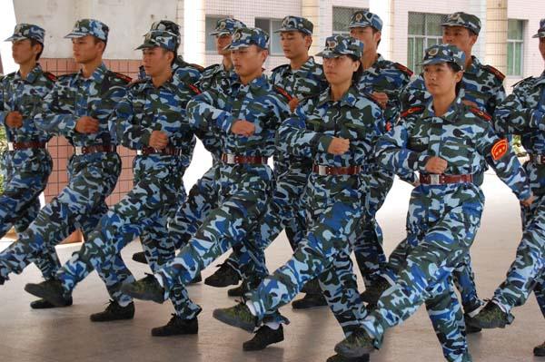 单兵队列训练为教官之基础